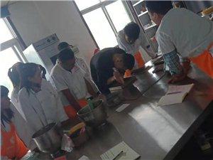 泗水西点烘焙技术培训学校,泗水甜点慕斯课程面包培训