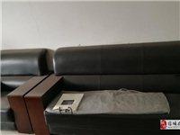 一套办公桌椅低价出售