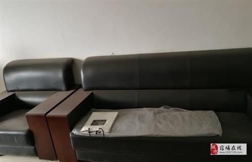 一套辦公桌椅低價出售