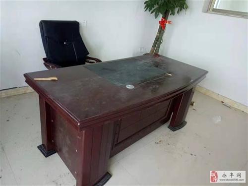辦公室桌椅低價出售