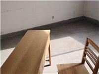 課桌及椅子兩套