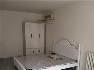 芷阳新苑东区三室两厅一厨一卫,有电梯,家具家电齐全,配套设施完备