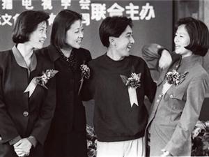 """青�u人的�傲!倪萍�w保�啡脒x""""中����60年金牌主播"""""""