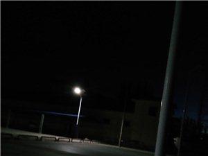 路灯开开打篮球,乡机关立马就关了
