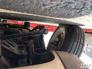 安岳大道SUV被�H到腿瘸