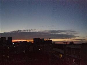 富顺的天空,高楼刺破天幕