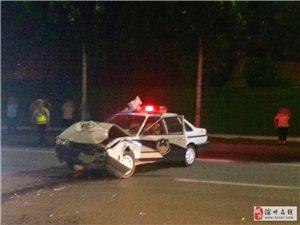 车祸现场,警车被私家车撞