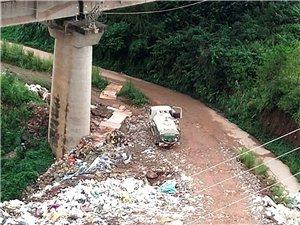泰华城J区后面铁路桥底环境污染