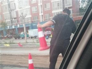 道路施工未放置警示标牌
