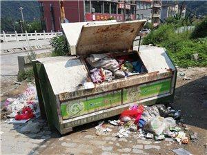 请问草坪社区的垃圾有人管吗