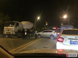 南门至沱五桥段车祸,罐车碾压电瓶车