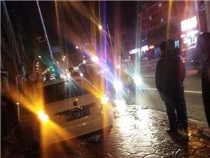 滨州青医门口发生离奇车祸,轿车连撞多辆自行车后冲进绿化带