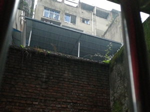 蔻家湾违章建筑,下雨天太吵了。