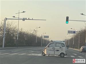 老年代步车车祸,路口真的需要注意