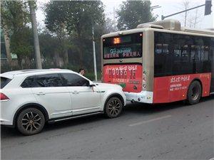 追尾公交车