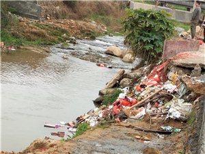 河里�y扔垃圾