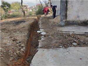 村民道路被挖,村���不敢出面