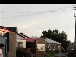 肇源松花江大街�a�^罐�^�S�ξ饕�В�垃圾堆成山,�]有上下水,下雨天污水根本排不出去,房子被水泡,路面�e