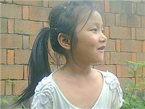 肖素妞.8�q漂亮小姑娘�S拍