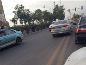8月30日早八点在航天家园南十字路口,轿车甘FX9790疯狂逆行