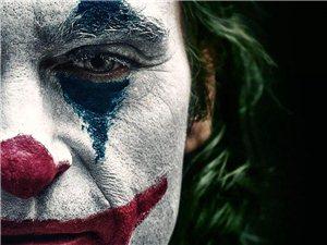 《小丑》2019:什么是孤��?什么是喜�。渴裁词亲�海�