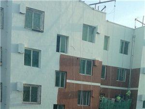 峪关小区旧楼改造项目墙体颜色太难看,与小区周边环境?#40644;?#37197;
