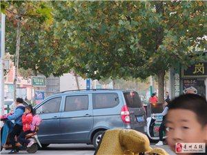 青州开发区学校道上摆满了个种买卖的,直接下班走不动了。执法人员一走,就在搬出来。希望你们能给个最好的
