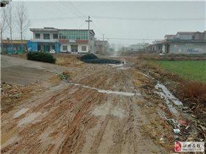 汝州市王寨�l胡�f村唯一一�l真正的水泥路,�o老百姓出行���O大的不便,希望能�M早修好吧,
