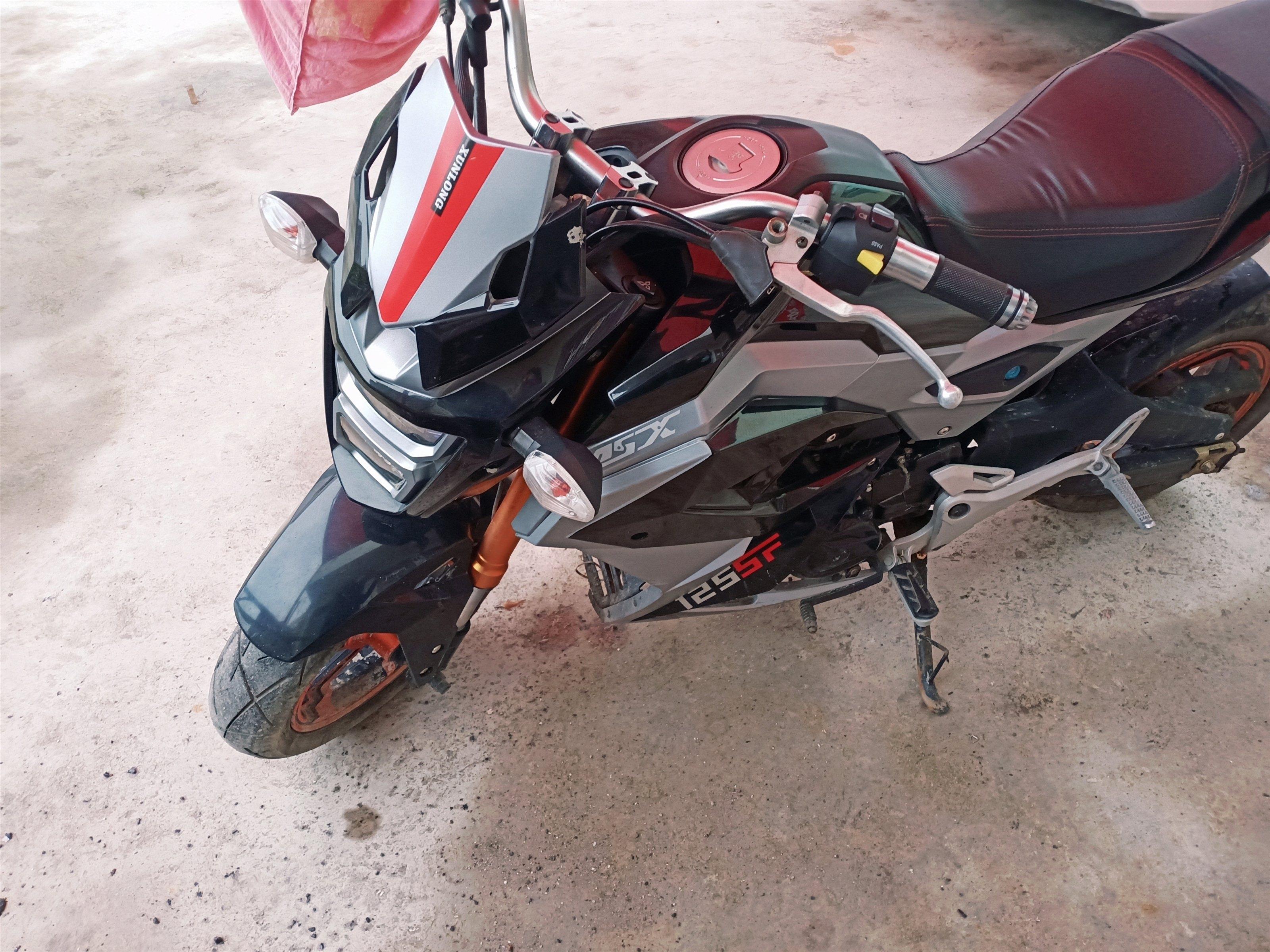 小假跑车摩托车