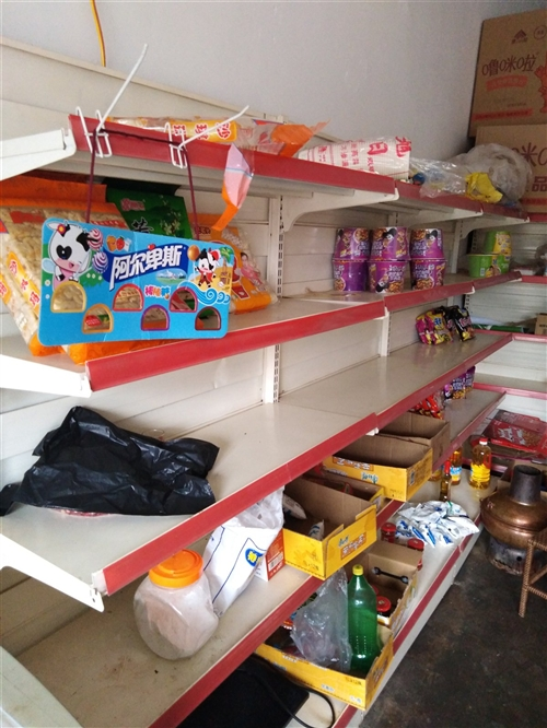 出售二手货架、冰箱、烟柜、价格面谈