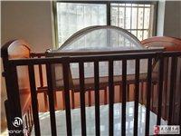 好消息好消,小硕士婴儿床九成新,都没有用宝宝就长大,下面的膜都没有撕。原价850,现在只要半价,给有...