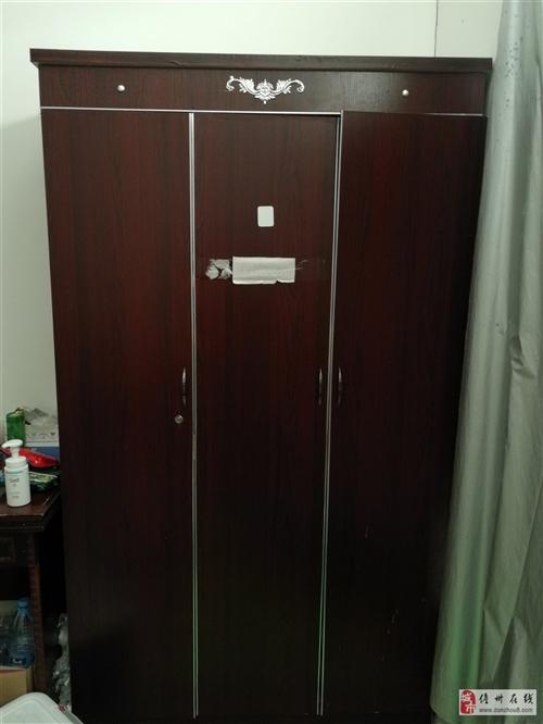 175cm以上高的双门衣柜,需要自提,地址在万豪欧尚广场(京艺源小区附近),可以打电话上门看货