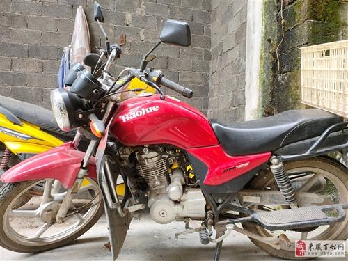 豪爵的男士摩托车,买了两年左右,放家里闲置了很久,所以决定出掉。买的时候买成七千多,车辆无毛病。有牌...