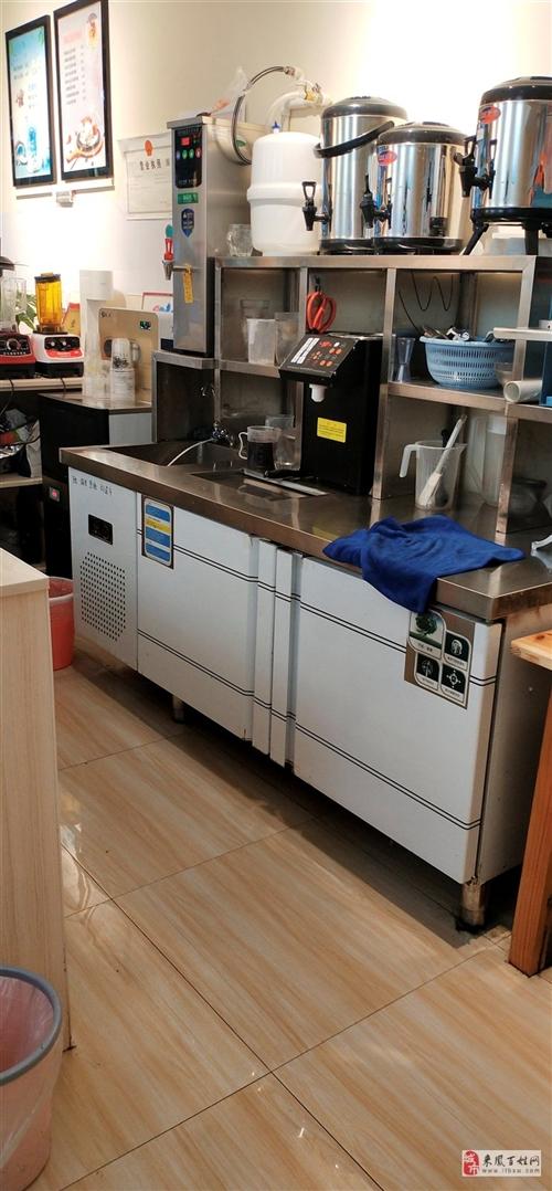 奶茶店所有設備,兩臺冰淇淋機,一臺冰柜,開水機,果糖機,制冰機,還有很多小設備,剛買一個多月,我買的...