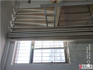 窗帘处理,都是新的,用了一年不到,100一个,辉隆大市场附近!