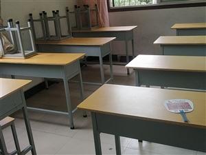 转让 转让出售8成新二手课桌,价格美丽,非诚勿扰。电话17749185603