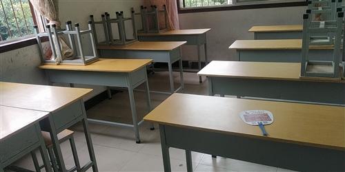 轉讓 轉讓出售8成新二手課桌,價格美麗,非誠勿擾。電話17749185603