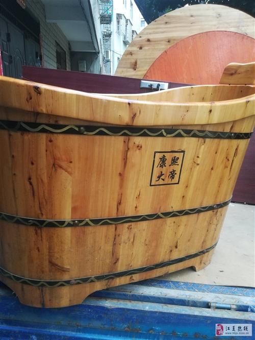 家里閑置一個實木浴盆,油漆完好,九成新,沒用兩次,買的時候2000元現在低價轉讓又需要的朋友