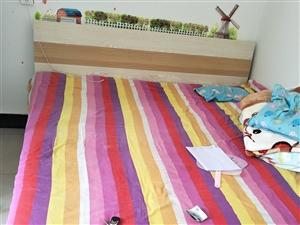 房子到期,家具低�r�D�。�p人床(��新床�|)1.8×2.0米,500元。�还�150元,�L�l�n桌4��,8...