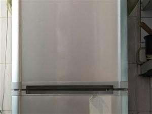 搬家带不走,低价处理海尔冰箱一台300块,1.8米实木床200,美的全直流变频空调1500,限自提