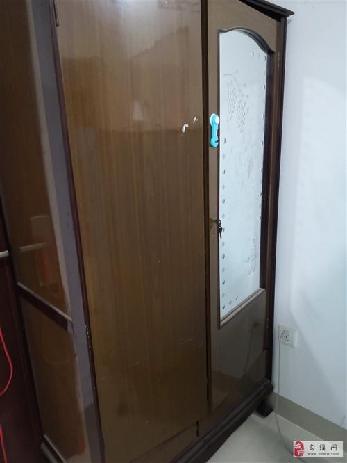 衣柜,五成新。因新添置家具,以50元轉讓,上門自取