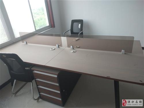 4人办公桌买来打算自己用的,因个人原因现在用不上了打算出售,买了没用过9.9成新