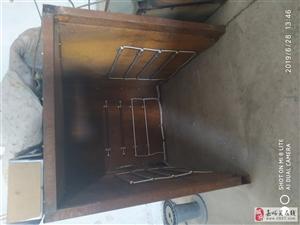 嘉东工业园一电机修理厂低价转让,部分旧电机、绝缘材料、电机配件、烘干箱低价出售,有意者联系