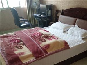 货物处理   鑫铖宾馆所以东西低价处理   有床   床垫  电视机    电脑   柜子    床...