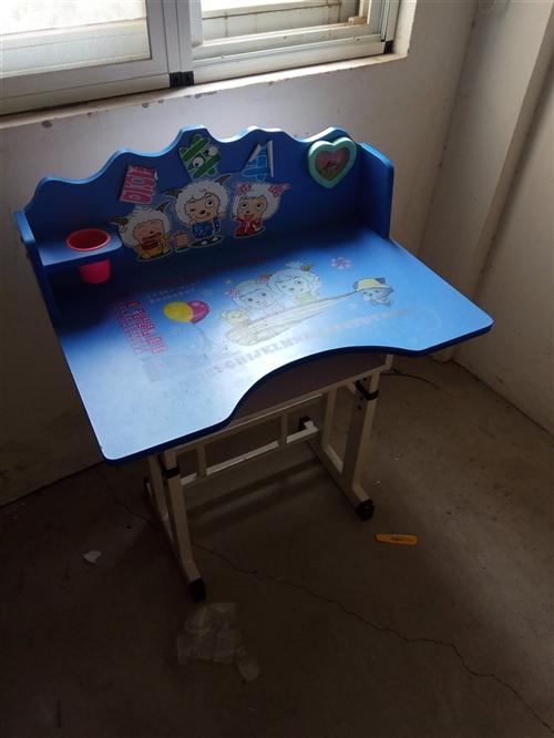 陪读结束,儿童课桌,折叠床,折叠桌子,简易床(2张)合计500元,欲购从速