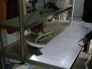 低價出售二手餐臺180X120,蒸汽鍋爐,蒸房,消毒柜,拌面機……