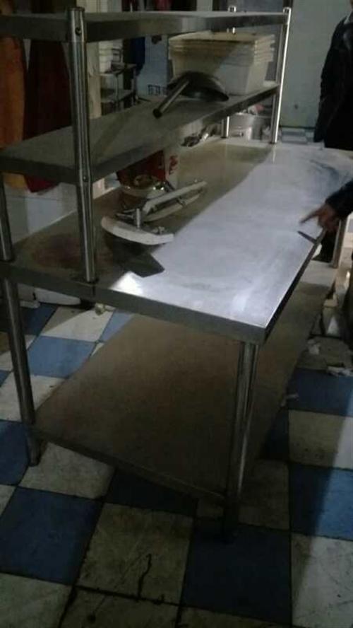 低价出售二手餐台180X120,蒸汽锅炉,蒸房,消毒柜,拌面机……