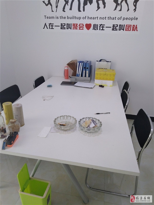 本人有全新办公桌和椅子,电脑?? 复印机现低价出售有需要联系