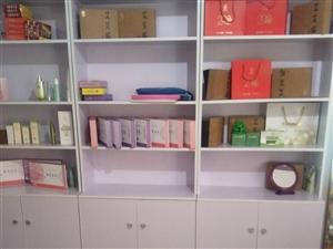 产品展示柜三个八成新,300块钱一个。电话18882879260。