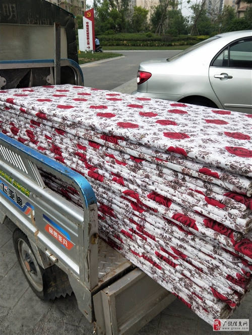 1.63米长0.63宽包布多层床板,适合1.70至0.70童床用,买来没用上白菜价出手10元一张啦!